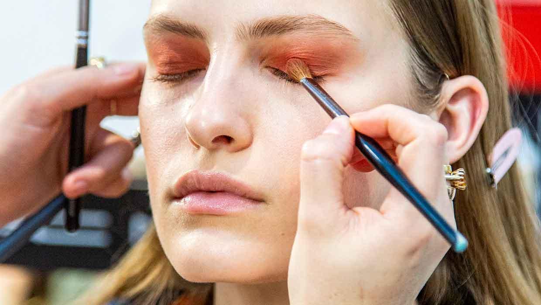 Beauty trends 2021. Update je make-up look met kleur