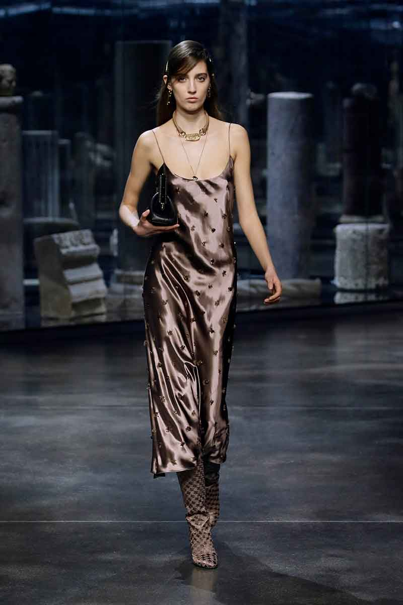 Modetrends herfst winter 2021 2022. Slip dress