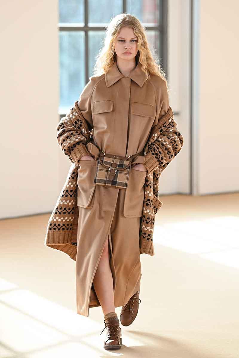 Dit zijn de nieuwste modetrends voor herfst winter 2021 2022. Photo: courtesy of Max Mara