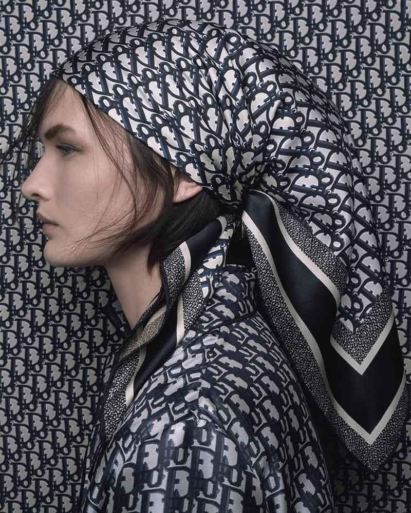 Modetrends 2021. 9x Sjaal ideeën van Dior. Photo: courtesy of Dior