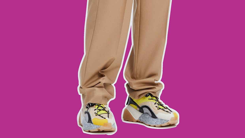 Schoenentrends 2021. Sneakers blijven in de mode. Nieuw: trekkingschoenen! Photo: courtesy of Stella McCartney