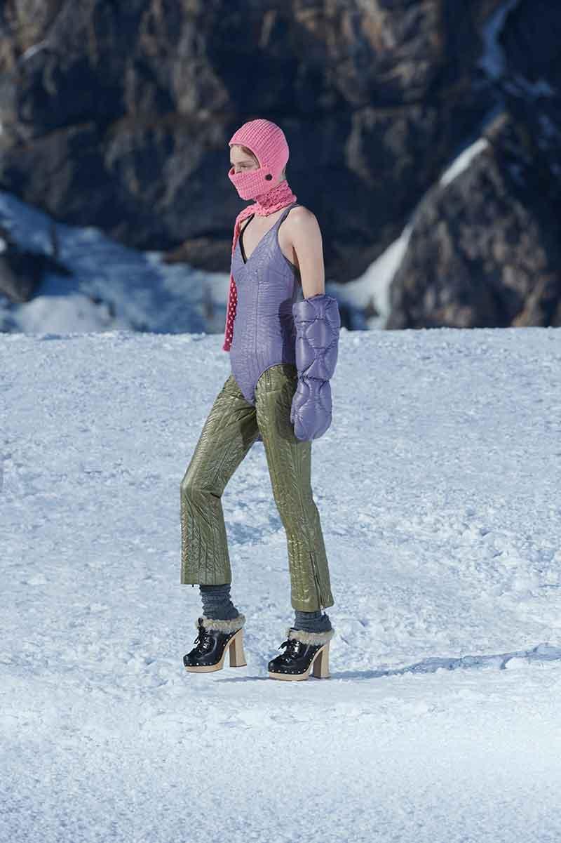 Schoenentrends winter 2021. Van harige winterslippers tot wollige klompen