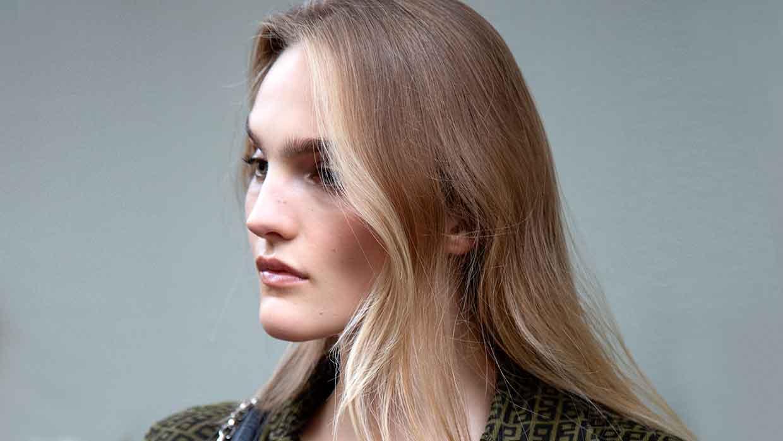 Haarkleurtrends herfst winter 2021 2022. Face framing