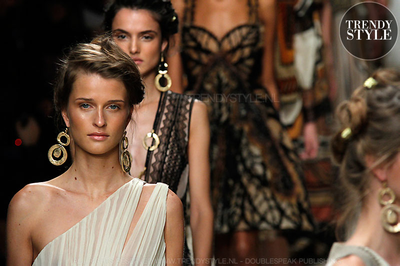 Milan Fashion Week zomer 2016. Alberta Ferretti. De woestijn