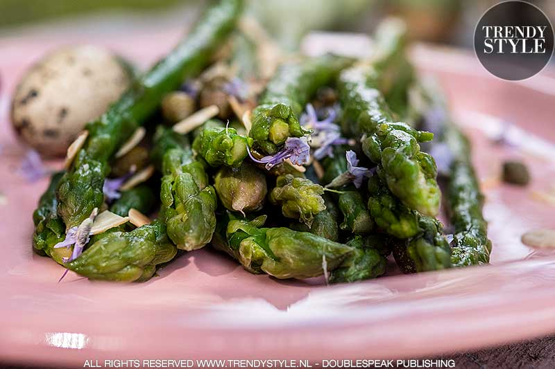 Lente recept. Groene asperges met amandelen en kappertjes