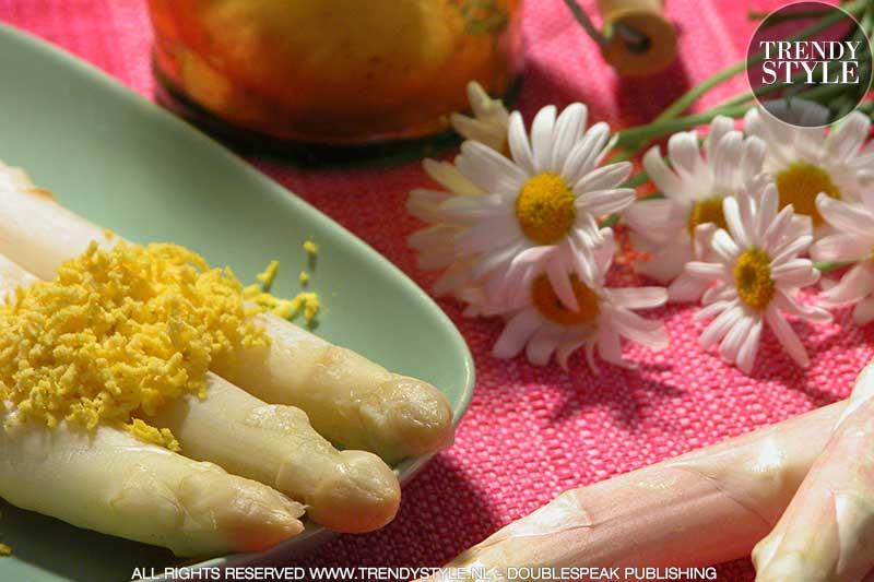 Kookrecept. Asperges met mimosa-dressing