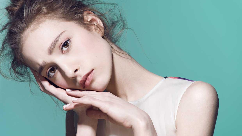 Beauty trends 2021. AHA, BHA, retinol, vitamine C serums