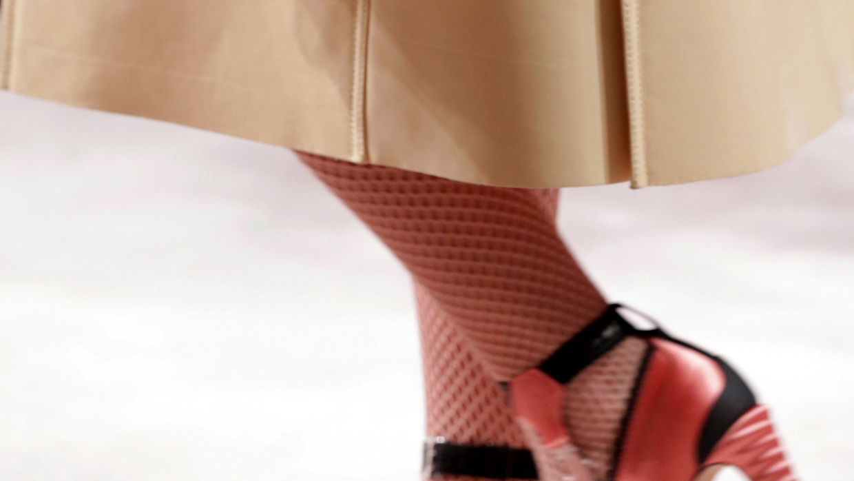 Mode accessoires winter 2020 2021. Pantykous of cuissarde. Foto: Fendi