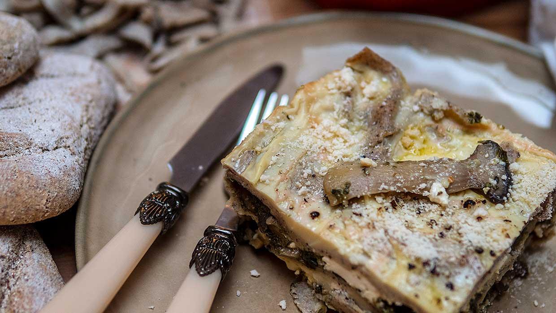 Boekweitlasagne met paddenstoelen, spinazie en fetakaas