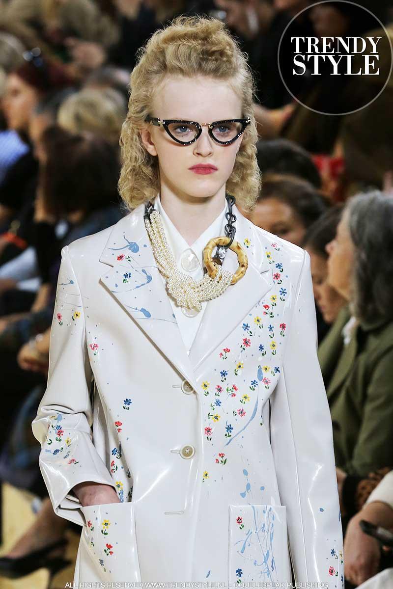 Brillen trends. Brillen en zonnebrillen in jaren '50 stijl