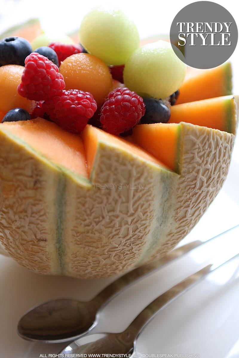 Cantaloupemeloen met fruitvulling