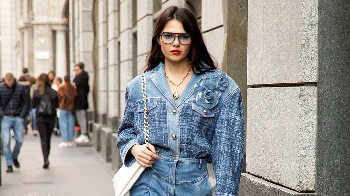 Denim looks. 3x Streetstyle mode ideeën voor zomer 2020. Foto: Charlotte Mesman