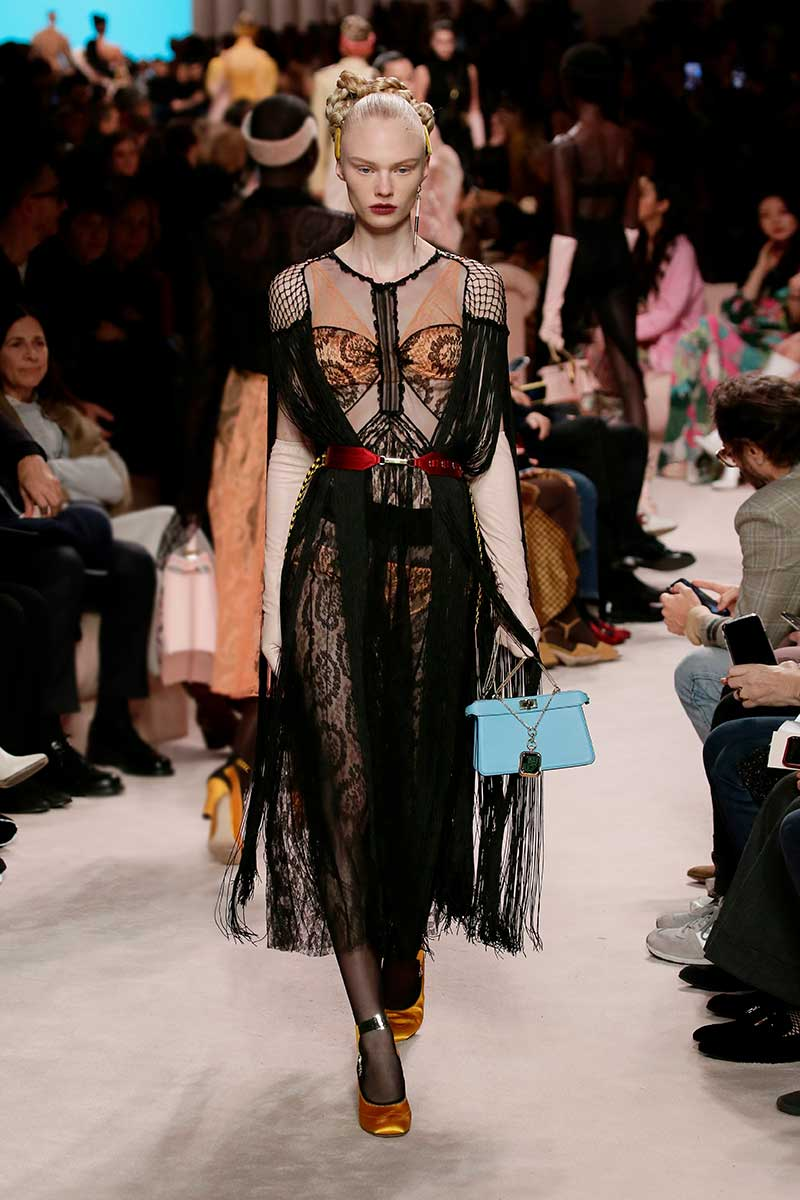 Modetrends feesten 2020. Trend alert: feesten in lingerie