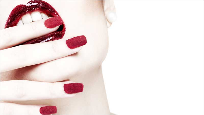 Nageltrends winter 2020 2021. Trend alert: fluwelen nagels