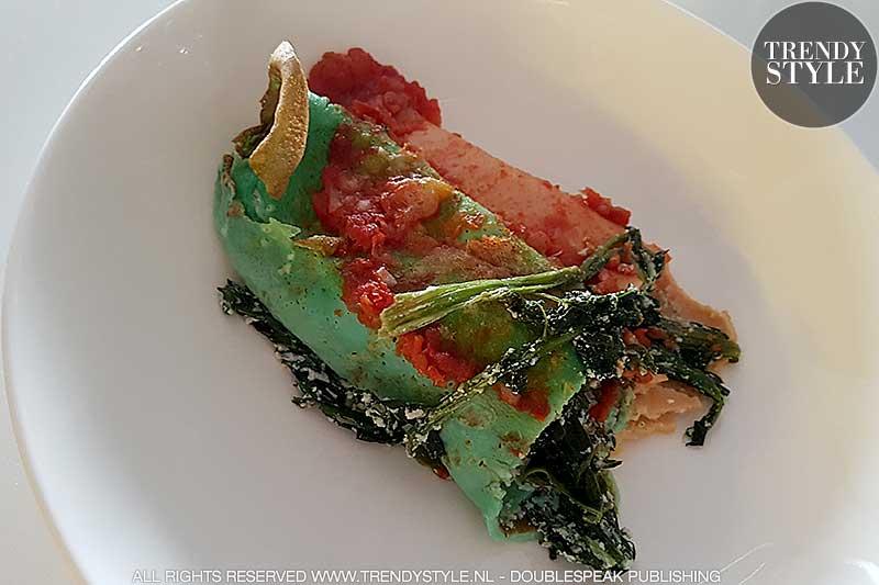 Regenboog pannenkoeken en gekleurde crepes