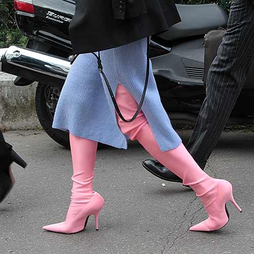 Schoenen trend. Gekleurde laarzen en schoenen.