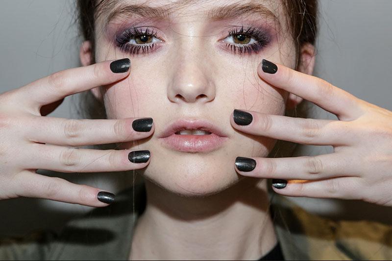 Grijze nagellak