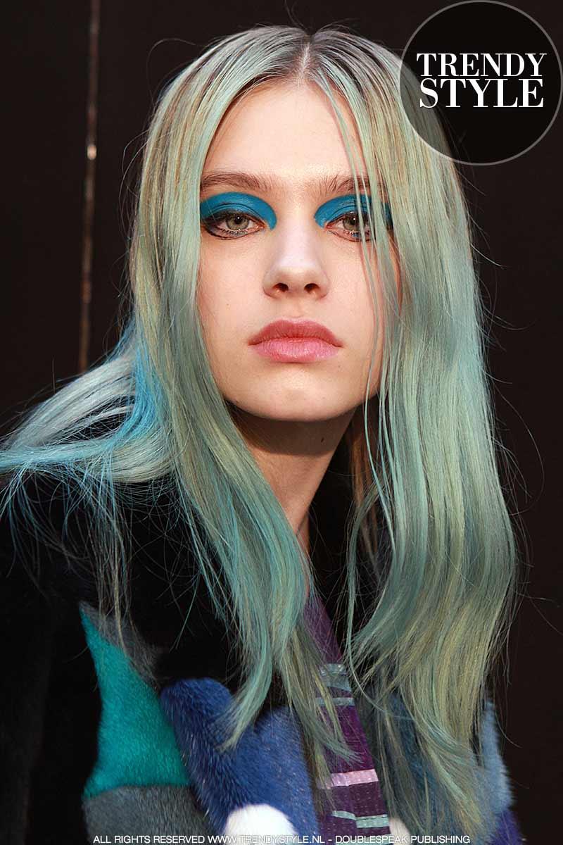 Haarkleur trends 2017 2018. Show: Leonard herfst winter 2017 2018, model: Sasha Belyaeva, ph. Charlotte Mesman