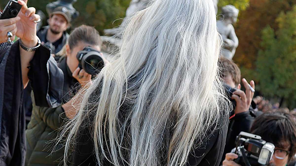 Haarkleurtrends. Grijs haar en uitgroei