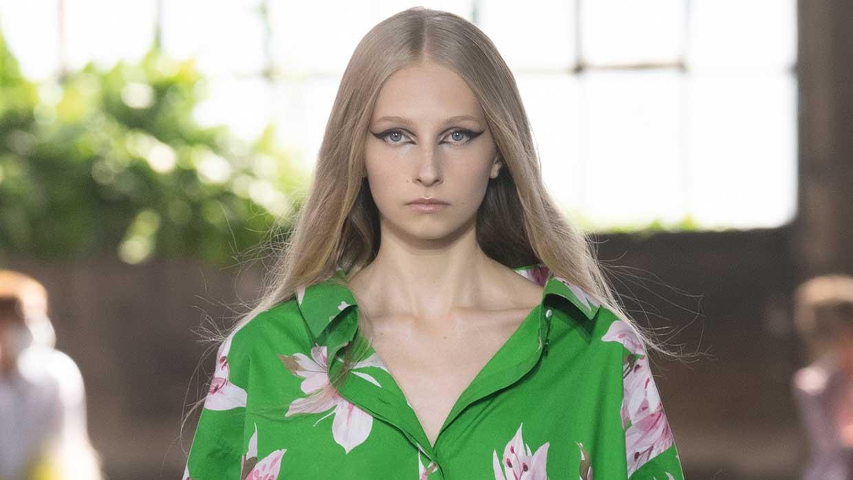Haarkleurtrends 2021. Softe pastels en platinablonde kleuren