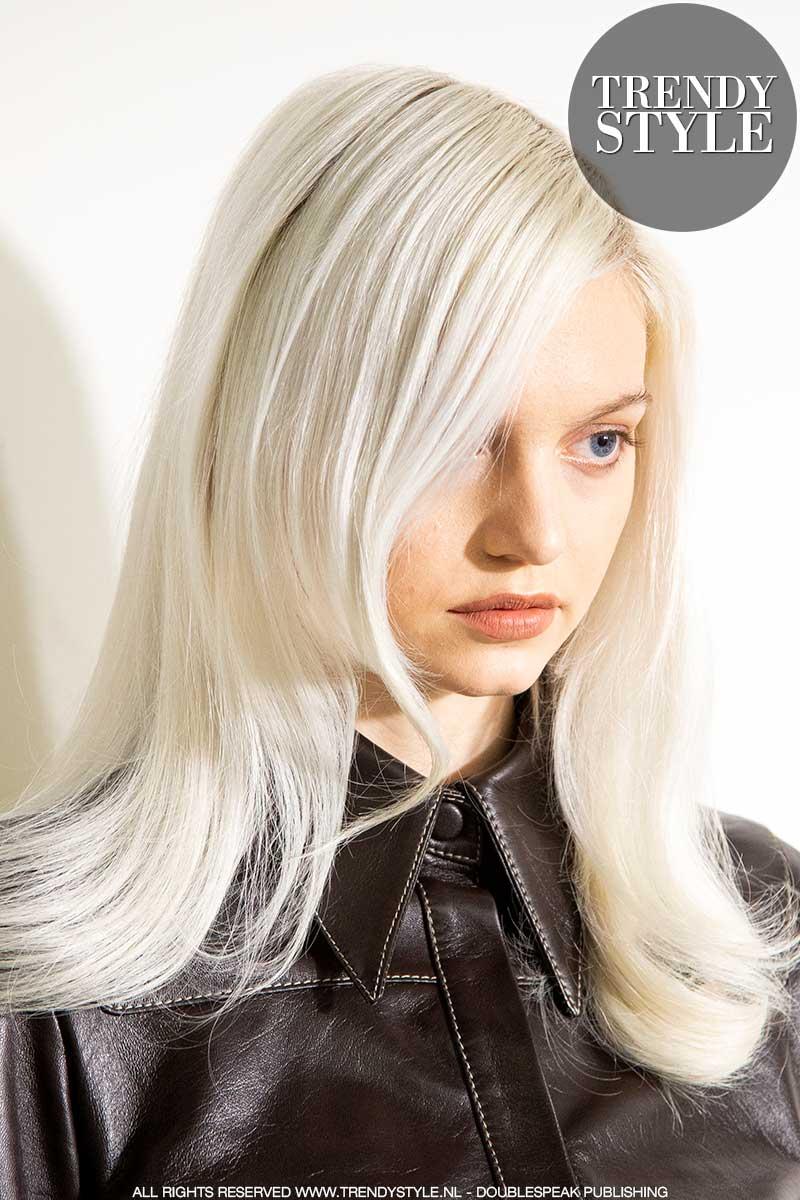 Haarkleurtrends herfst winter 2020 2021. Platinablond