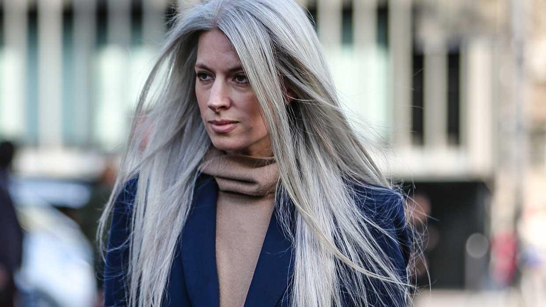 Haarkleurtrends 2021. Natuurlijk grijs haar? Supercool!