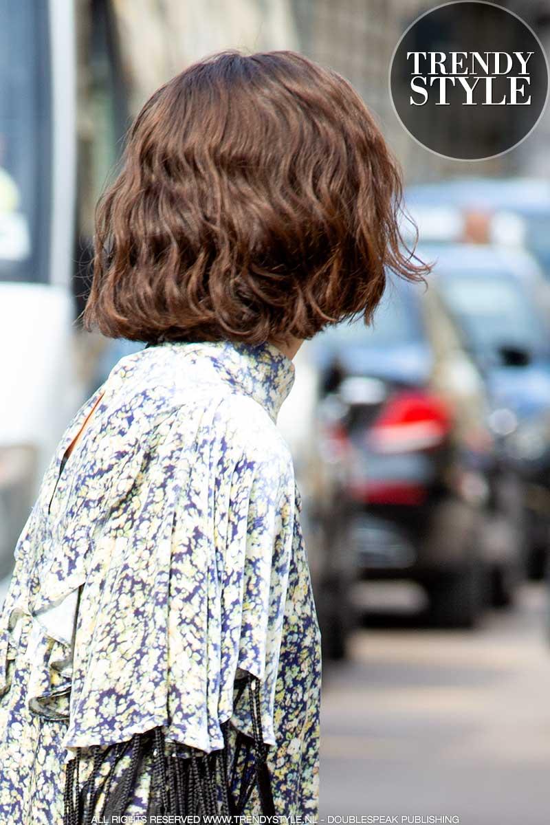 Haartrends 2021. Halflang kapsel. Haarstyling