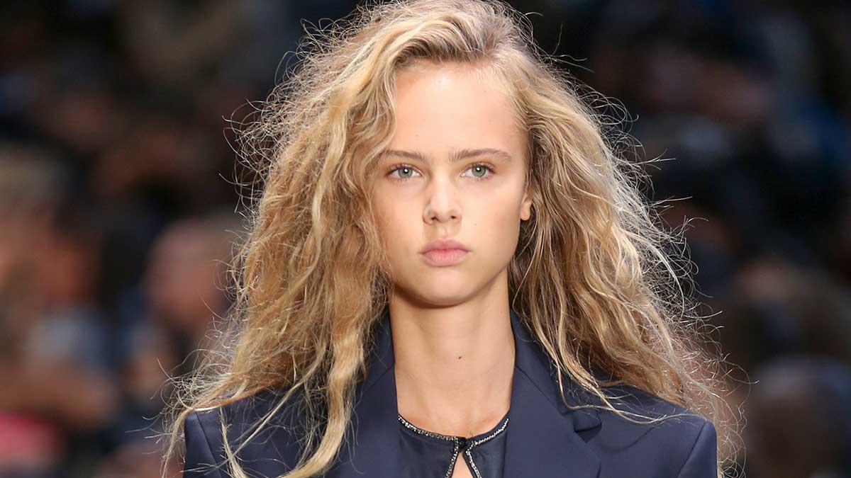 Kapseltrends zomer 2020. Messy hair is hot! Zomerkapsel met beach vibe