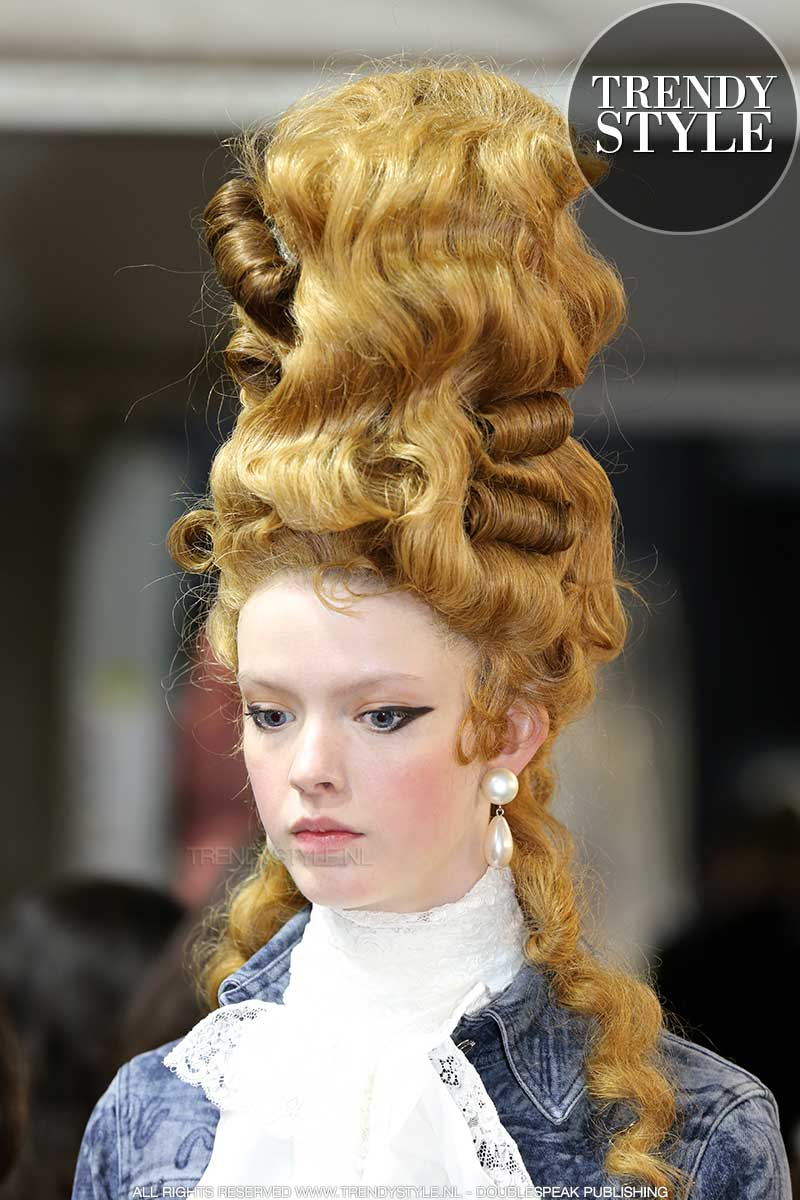 Halloween 2020. Inspiratie van de fashion catwalks voor een stylish Halloween look