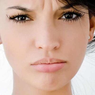 10 Gewoontes waar je gezichtshuid niet blij van wordt. Loop de checklist na!