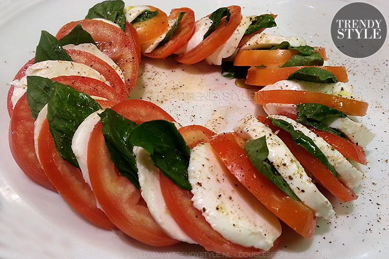 Salade caprese. Waarom je deze salade juist in de zomer moet eten
