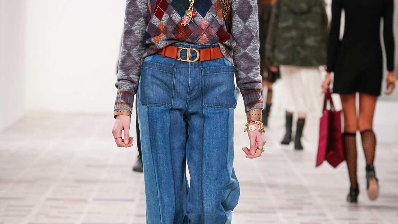 Spijkerbroeken trends winter 2020. Patchwork & co. De nieuwste spijkerbroeken. Modeshow: Dior