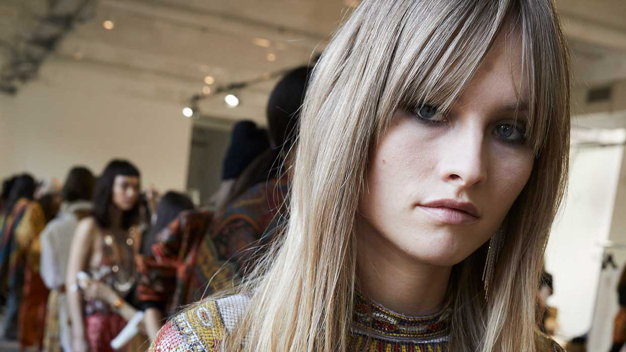 Haartrends 2021. 14x Do's en don'ts (plus anti-aging tips) voor pony kapsels. Photo: courtesy of Etro