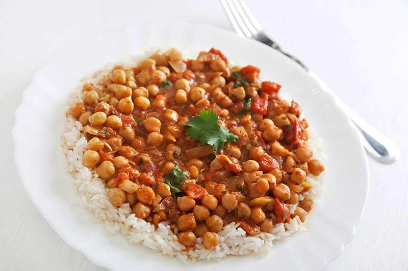 Rijst met aubergines en kikkererwten op z'n Libanees