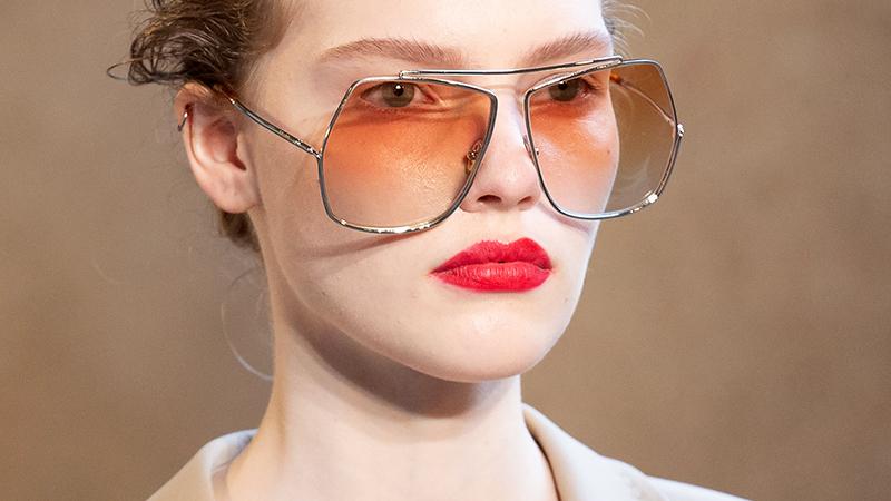 Lippenstift trends 2021. Lippen om te zoenen. Let op die Cupido boog!