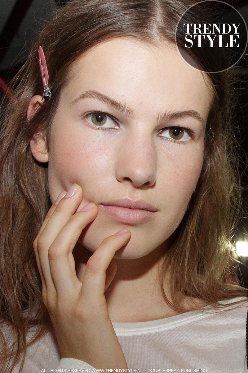 Zwarte eyeliner. Make-up trends zomer 2019