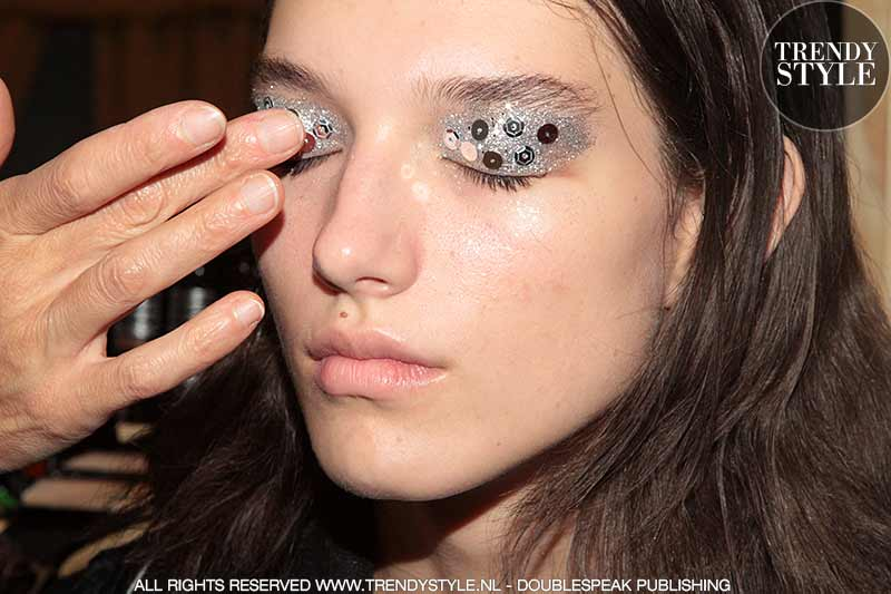 Make-up. Glitter oogmake-up voor de Feesten