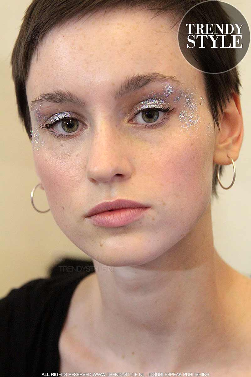 Goede Make-up 2018. Glitter oogmake-up blijft terugkomen. Copy the look IB-35