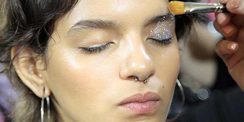 Ongebruikt Make-up 2018. Glitter oogmake-up blijft terugkomen. Copy the look DI-99