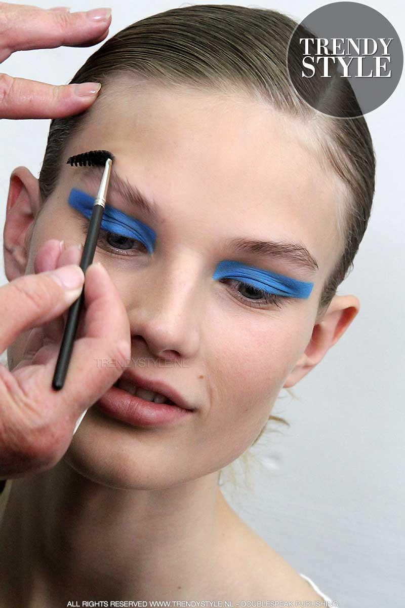 Blauwe oogmake-up