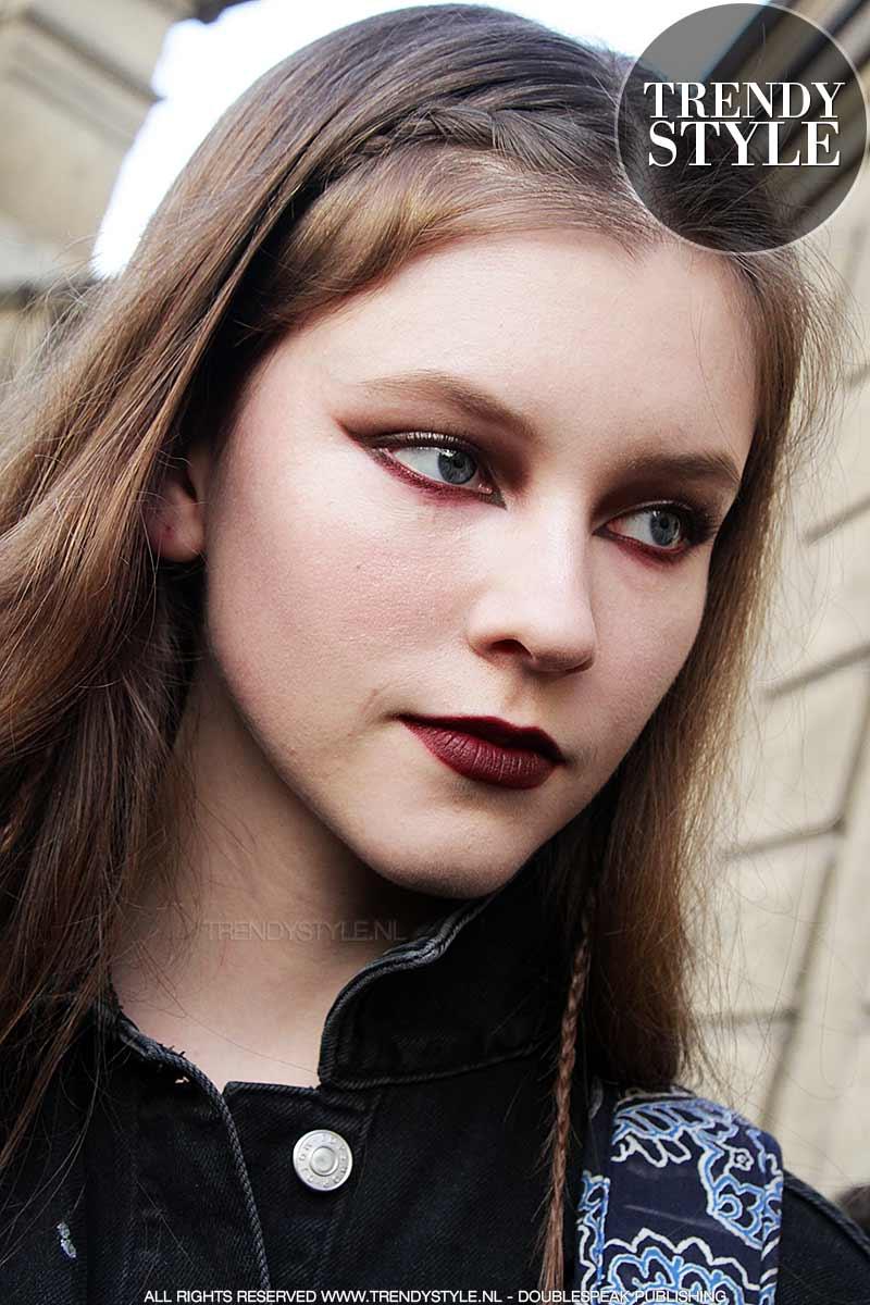 Rode oogschaduw en rode eyeliner