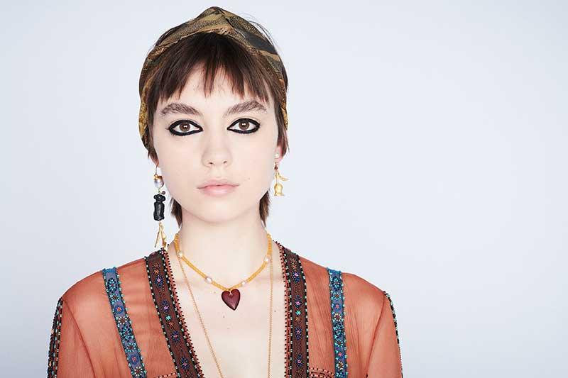 Make-up trends winter 2020 2021. Oogmake-up met zwarte kohl