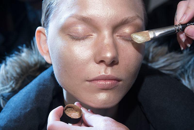 Gouden make-up Arthur Arbesser