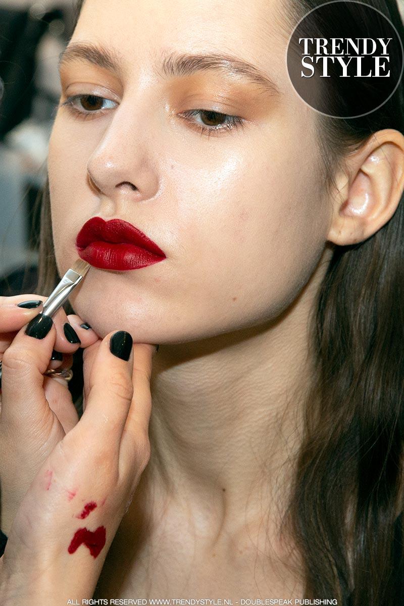 Rode lippenstift. Make-up trends herfst winter 2019 2020