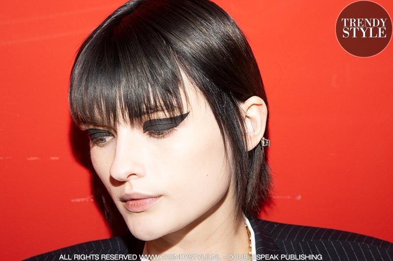 Make-up trends herfst winter 2019 2020. Zwarte oogmake-up. Eyeliner