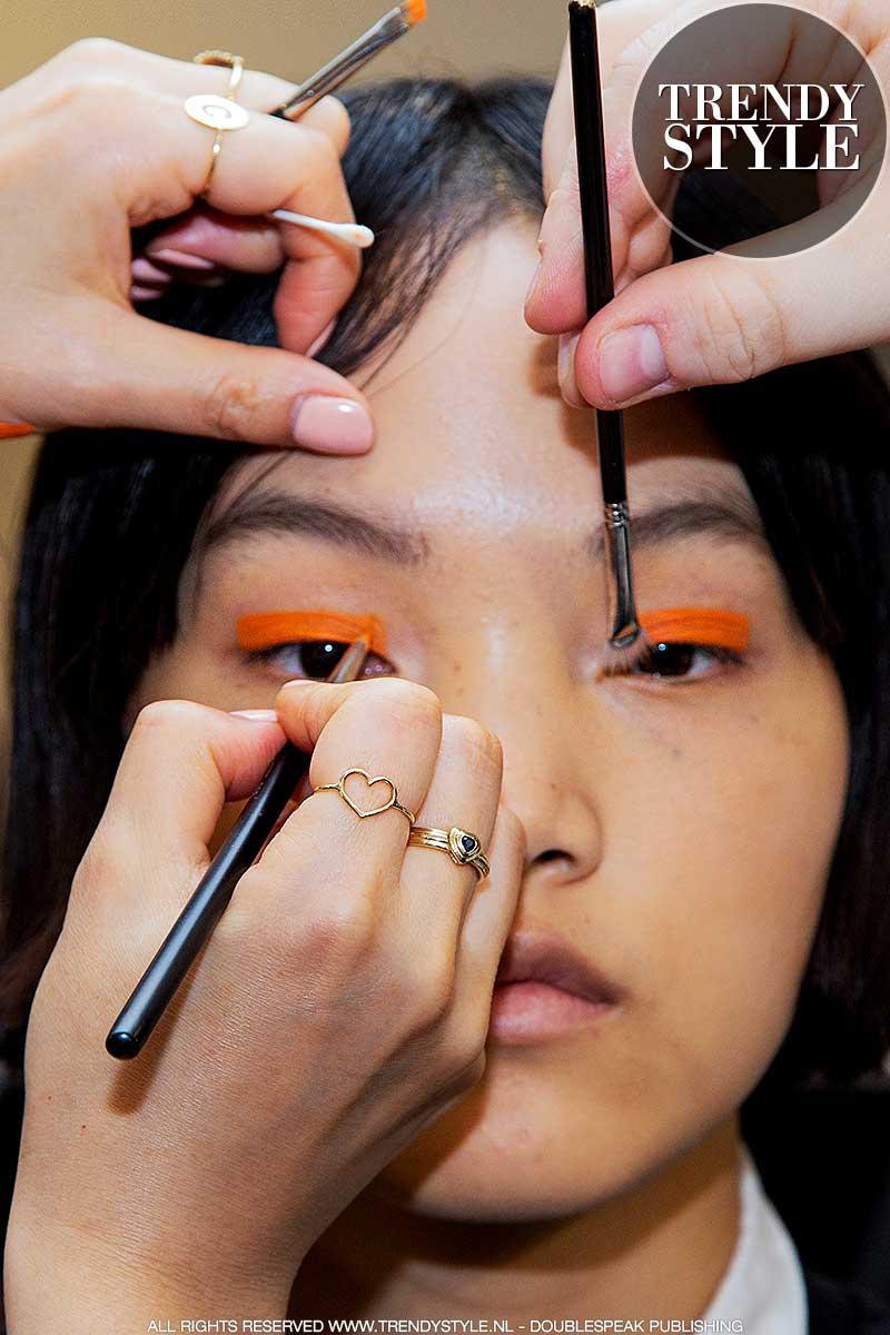 Make-up trends lente zomer 2020. Gekleurde eyeliner