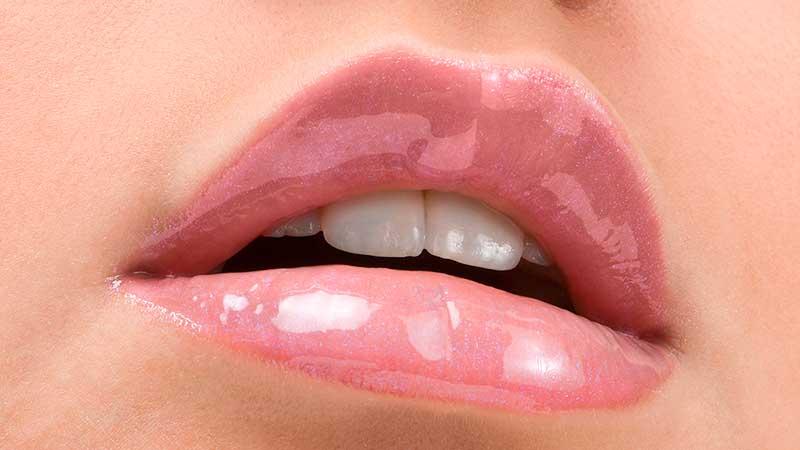 Make-up trends 2020. Nieuw: OVER LINING voor vollere lippen (super anti-aging truc!)