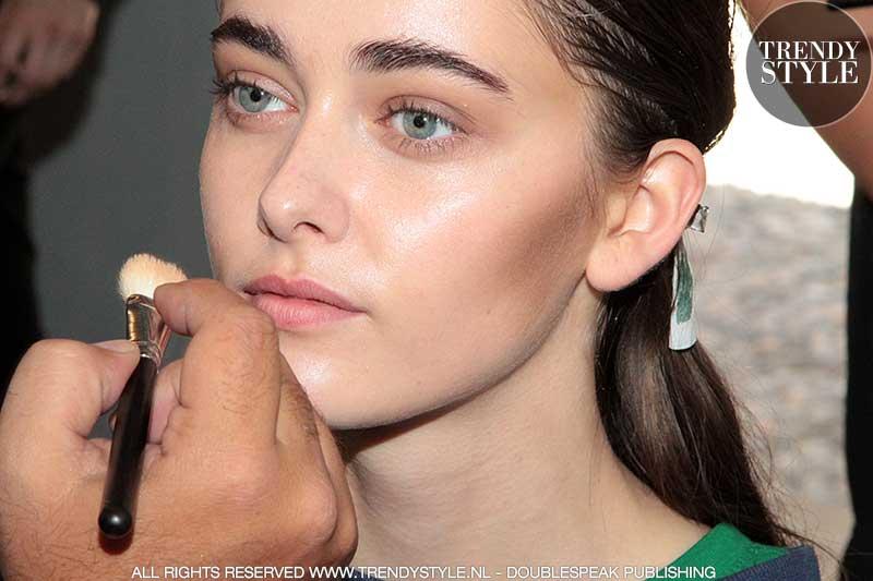 Natuurlijke make-up. Vivetta lente zomer 2018. Make-up: Tiziana Raimondo voor M.A.C, ph. Mauro Pilotto