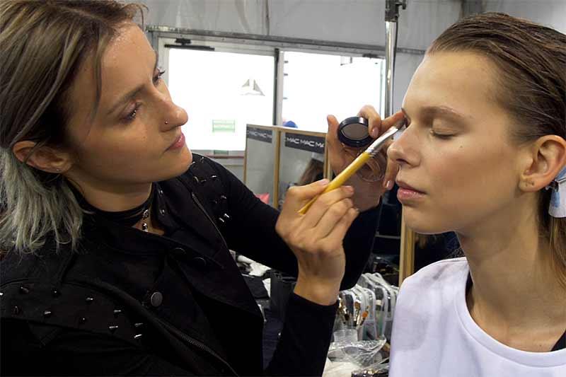 Natuurlijke make-up. Vivetta lente zomer 2018. Make-up: Tiziana Raimondo voor M.A.C,
