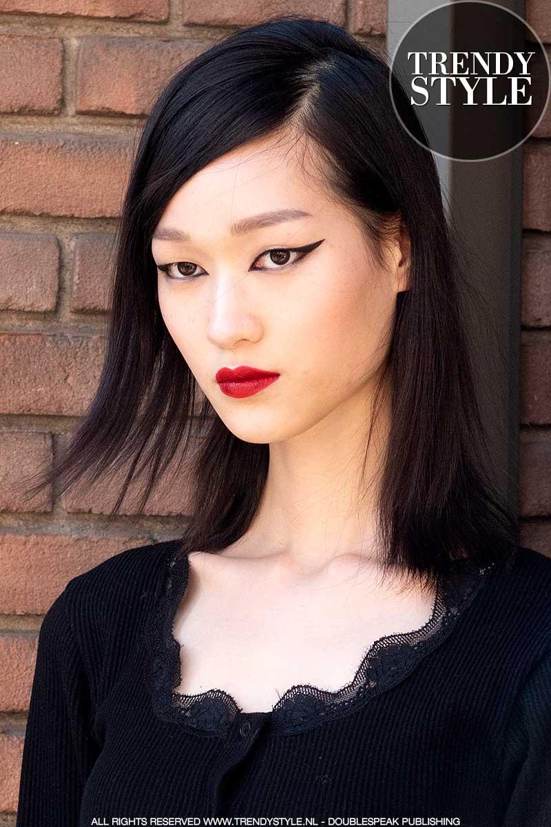 Make-up trends 2021. Trend alert: eyeliner. Make-up: Valentino herfst winter 2021 2022